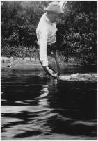 Ernest_Hemingway_Fishing_at_Walloon_Lake,_Michigan_-_NARA_-_192667
